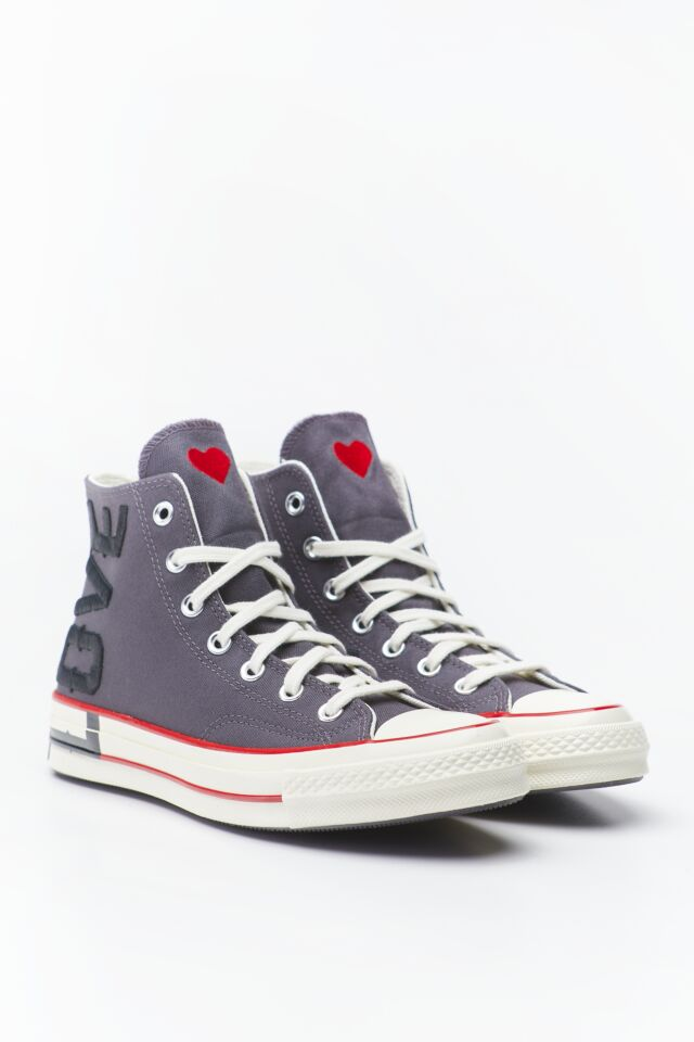 LOVE FEARLESSLY CHUCK 70 HI 153 THUNDER GREY/UNIVERSITY RED